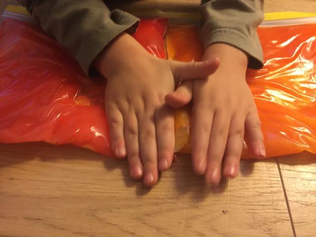 DIY enfants kids activité sensorielle sac zip slime goo