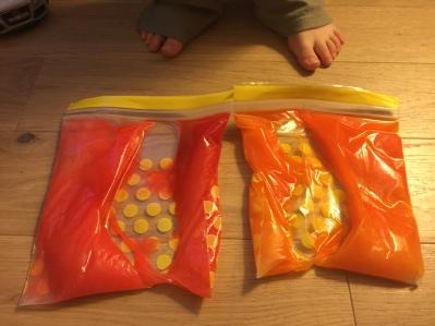 DIY kids enfants activité sensorielle salcs zip colorant alimentaire slime goo fécule