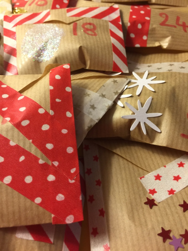 DIY calendrier avent washi tape kraft enfant