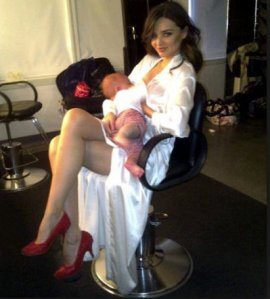Miranda-Kerr-breastfeeding-son-Flynn-2012-photo-shared-on-Twitter