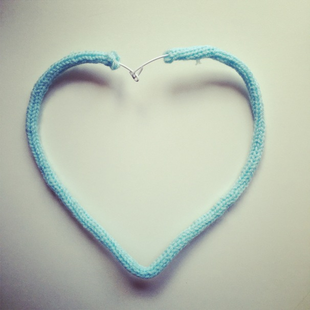 coeur tricotin enlainé