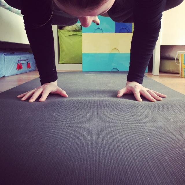 bakasana, crow pose, yoga, corbeau