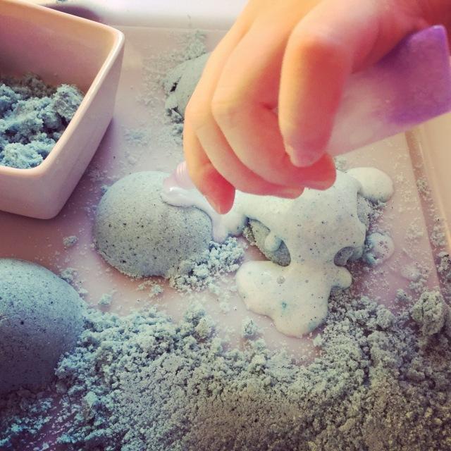 activité sensorielle enfants sable effervescent